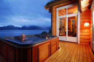 The Best Northern Lights Log Cabins With A Hot Tub