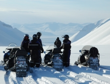 Snow mobile holiday in Spitsbergen
